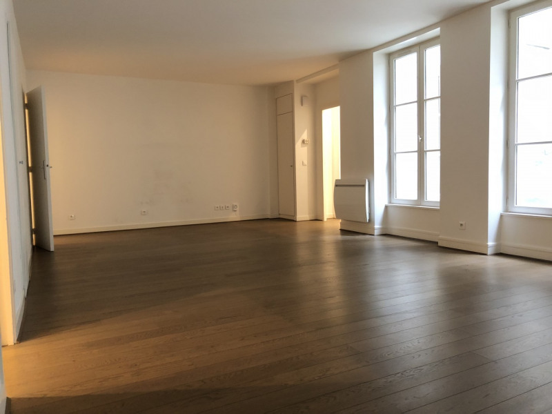 Rental apartment Paris 2ème 2326€ CC - Picture 2