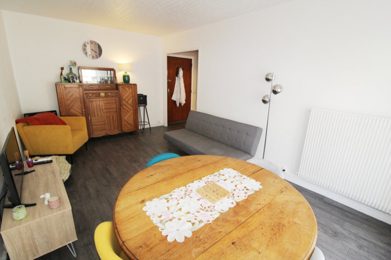 Rental apartment Maurepas 850€ CC - Picture 2