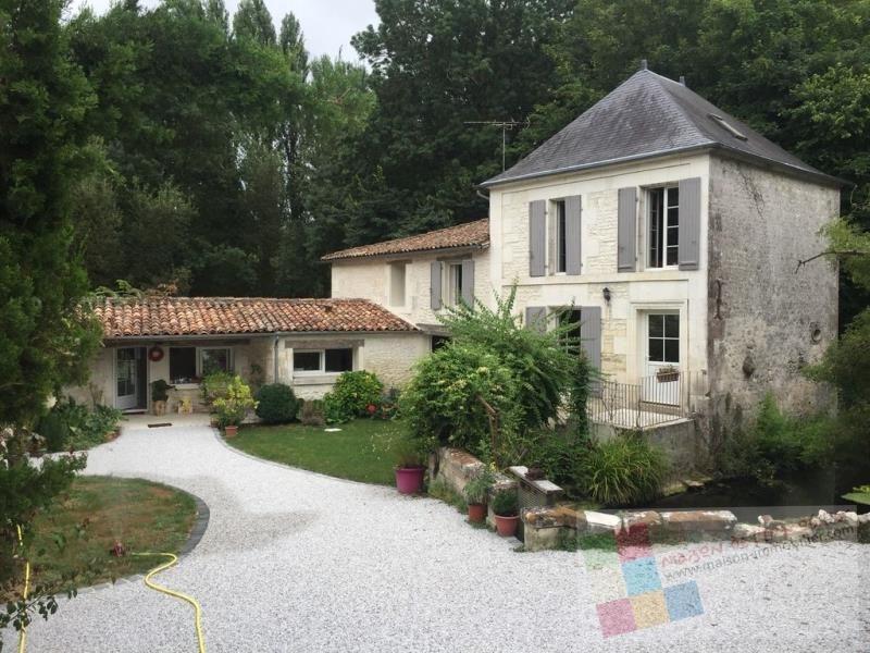 Deluxe sale house / villa Gensac la pallue 498200€ - Picture 2
