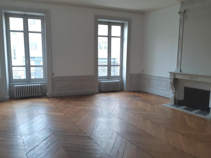 Location appartement Villefranche sur saone 847,42€ CC - Photo 2