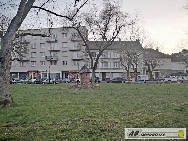 Rental apartment St cyr l ecole 930€ CC - Picture 1
