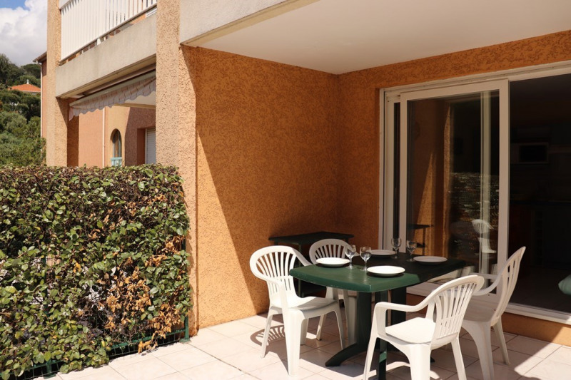 Vacation rental apartment Cavalaire sur mer  - Picture 2