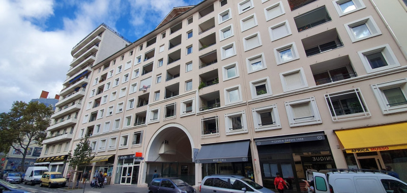 Sale apartment Lyon 7ème 470000€ - Picture 11