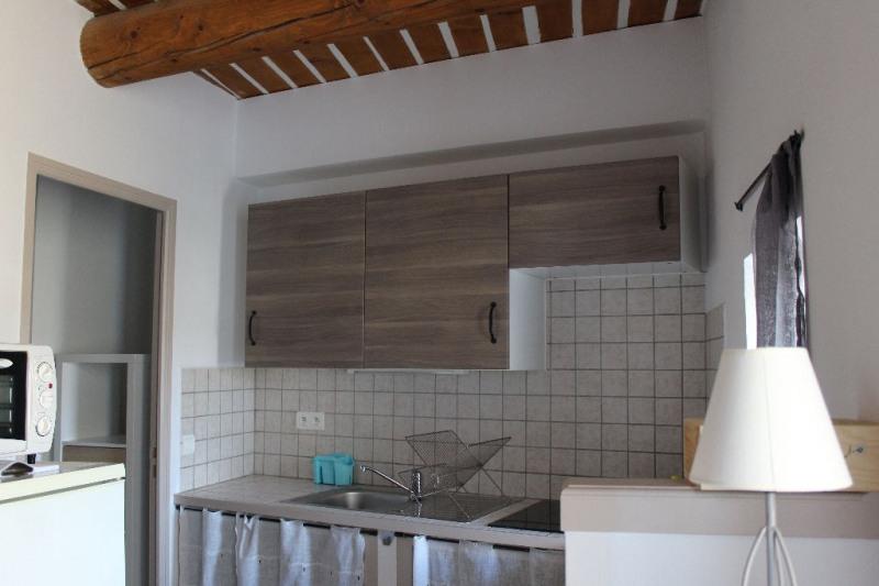 Rental apartment Lambesc 530€ CC - Picture 4