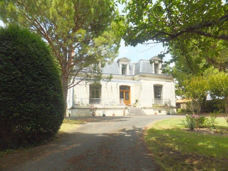 Deluxe sale house / villa Jarnac 561750€ - Picture 1