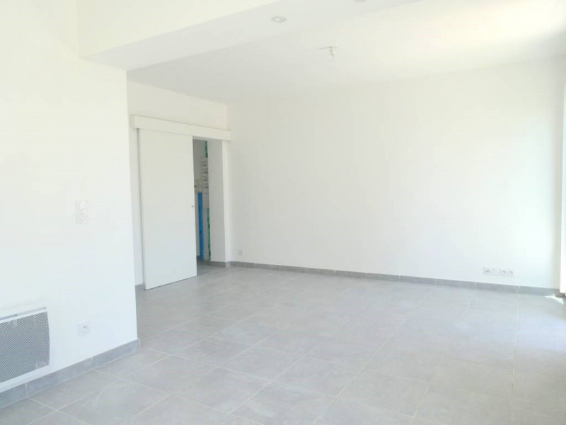 Alquiler  apartamento Villeneuve-les-avignon 632€ CC - Fotografía 4