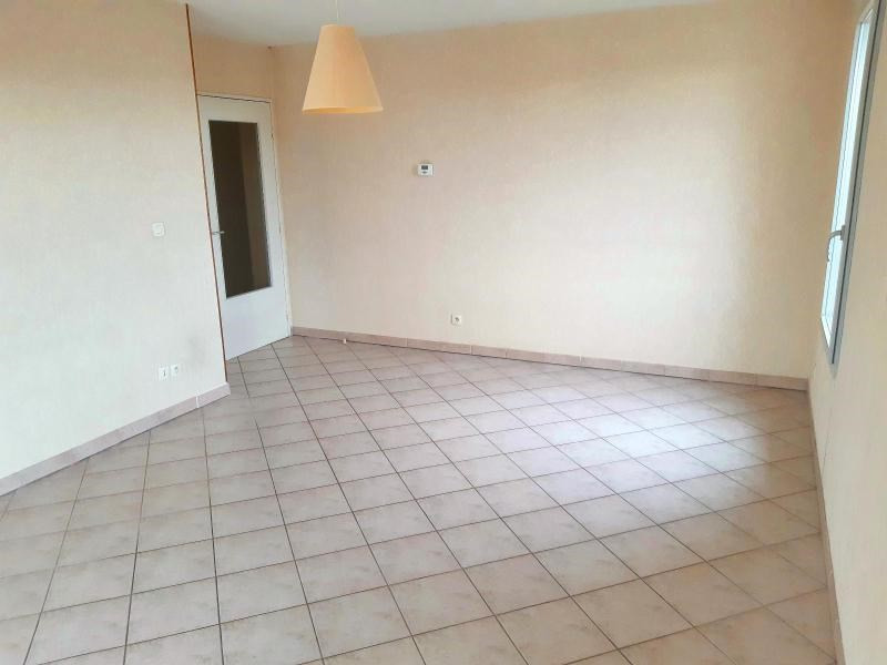 Location appartement Villefranche sur saone 782€ CC - Photo 2