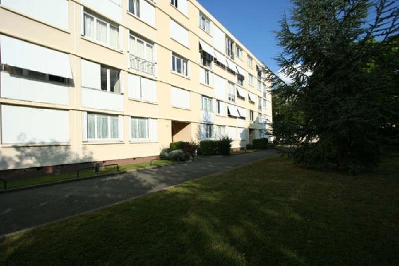 Rental apartment Rueil malmaison 1048€ CC - Picture 1