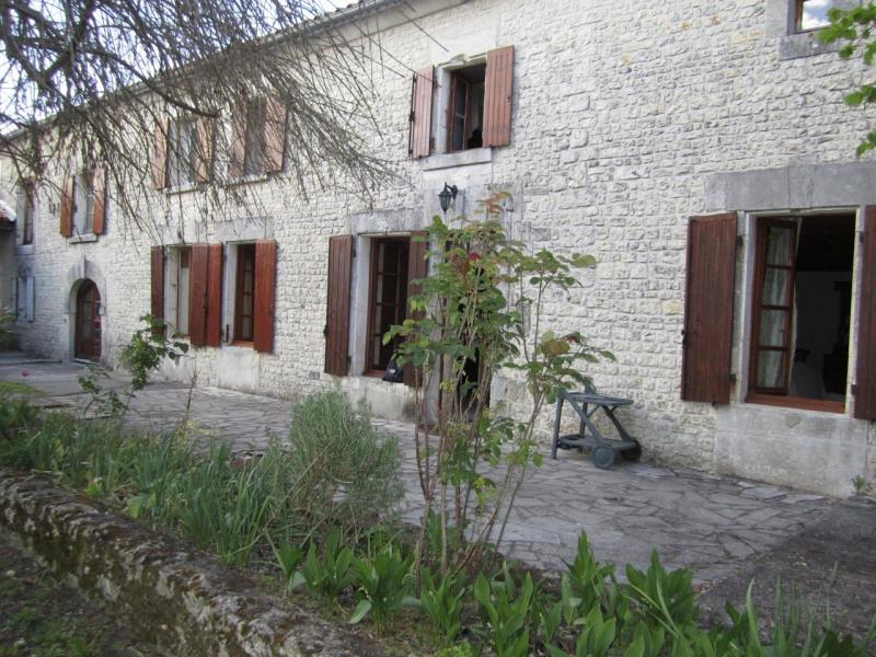 Sale house / villa Criteuil-la-magdeleine 254000€ - Picture 1
