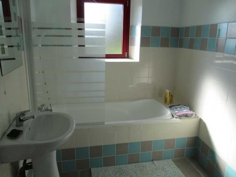 Sale house / villa Peumerit quintin 254400€ - Picture 7