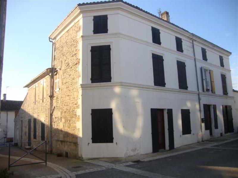 Vente maison / villa Tonnay-boutonne 122400€ - Photo 1