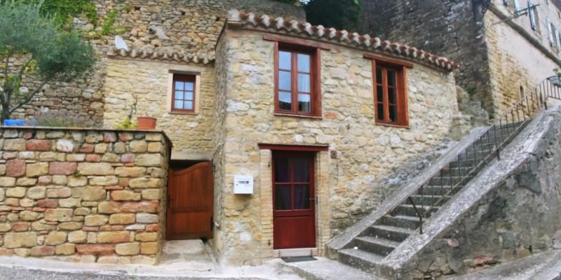 Proche Castelnaudary - maison de charme en pierres avec cour