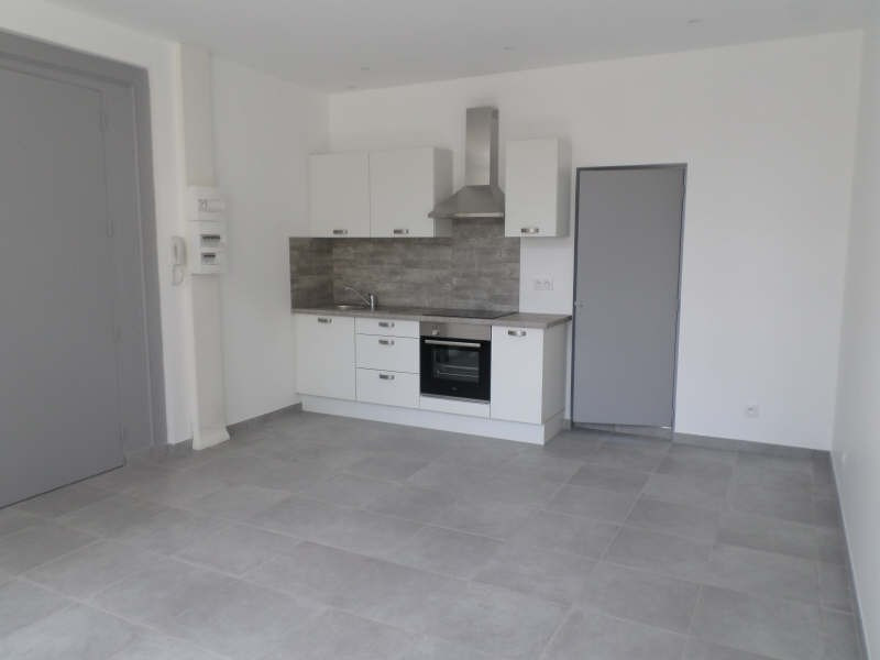 Rental apartment Salon de provence 490€ CC - Picture 2