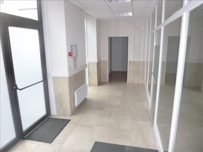 Location local commercial Pau 2 477€ HT/HC - Photo 2