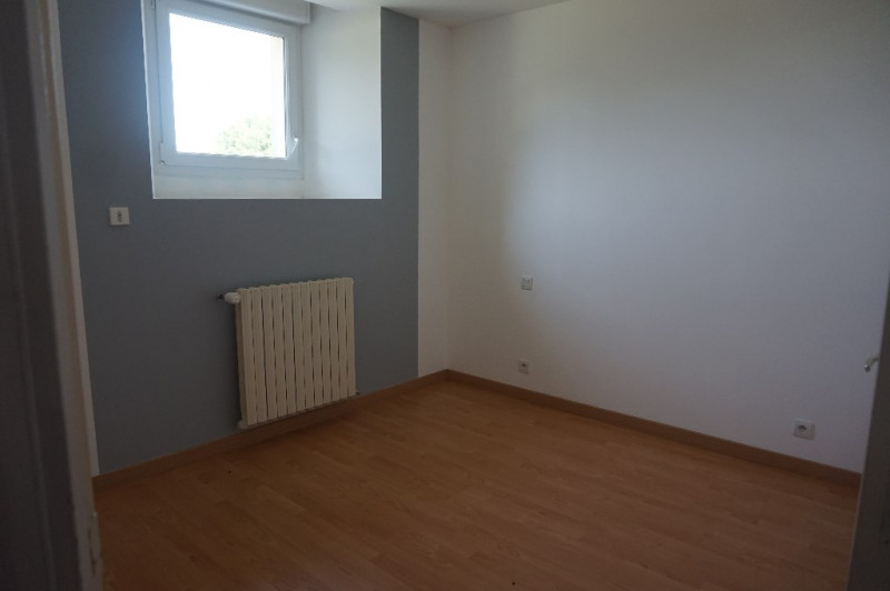 Location maison / villa Courbeveille 600€ CC - Photo 3