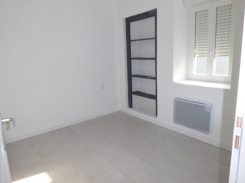 Location appartement Saint-étienne-de-fontbellon 490€ CC - Photo 7