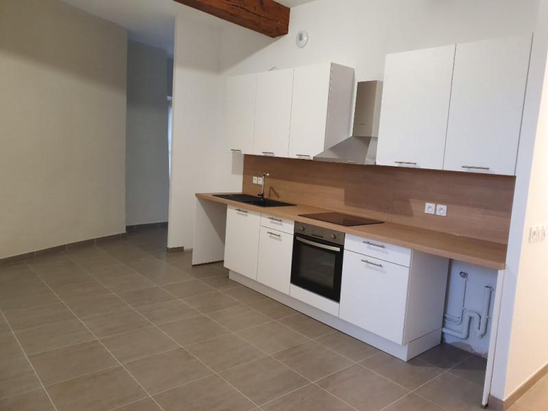 Rental apartment Meyrargues 920€ CC - Picture 1