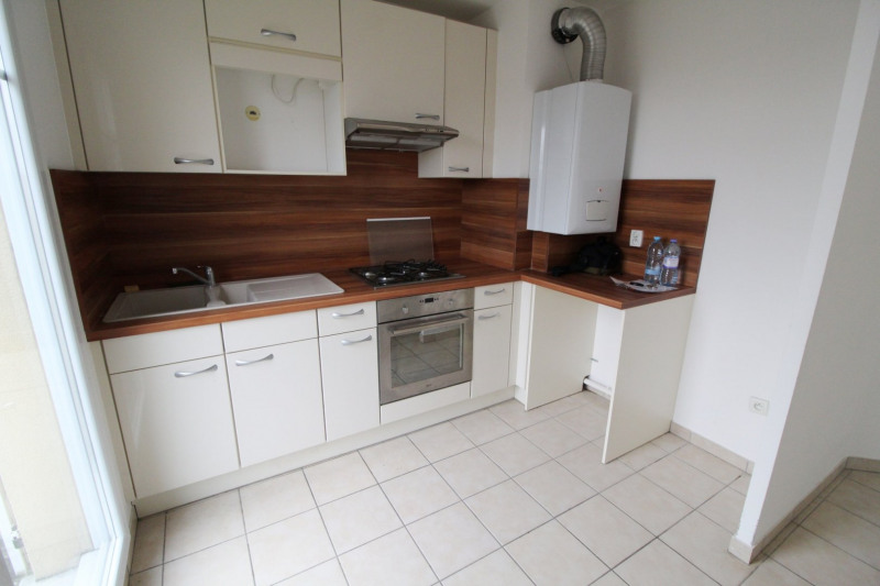 Location appartement Maurepas 858€ CC - Photo 1