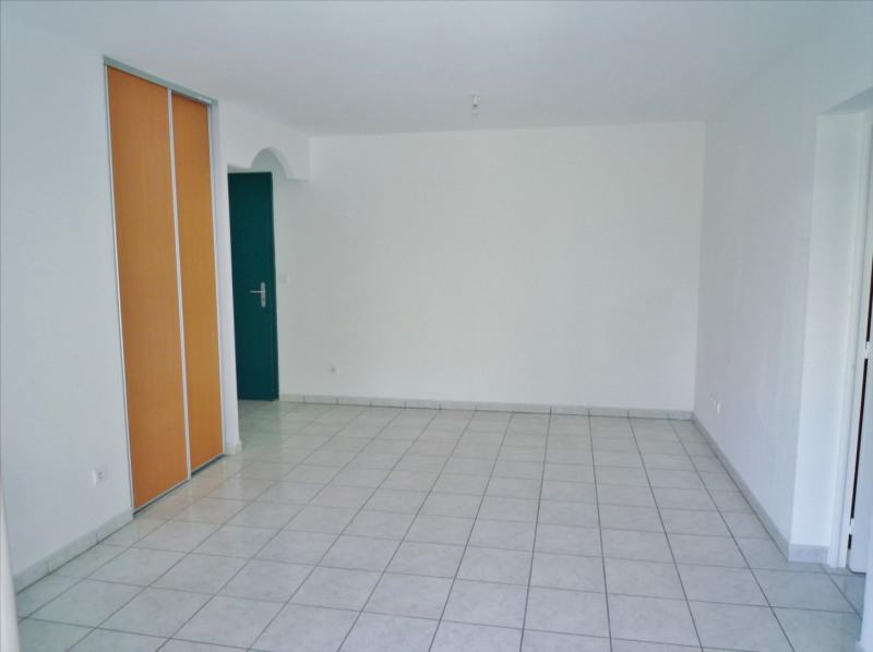Location appartement Saint denis 564€ CC - Photo 1
