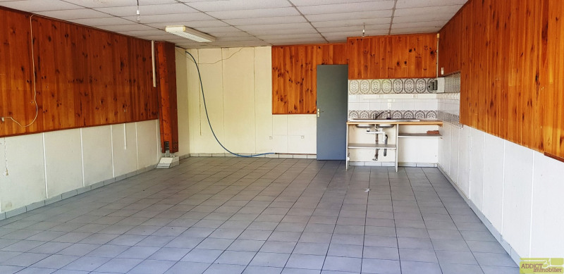 Location local commercial Garidech 568€ CC - Photo 2