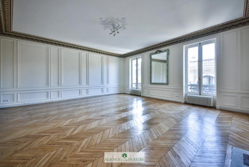 Rental apartment Paris 8ème 8148€ CC - Picture 2
