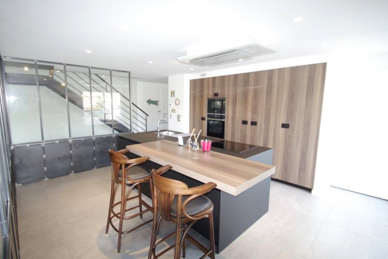 Deluxe sale apartment Brindas 565000€ - Picture 5