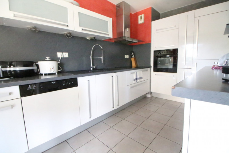 Sale apartment Fontaine 210000€ - Picture 3