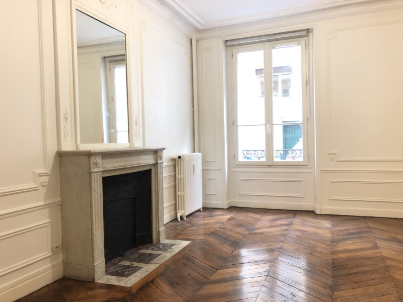 Location appartement Paris 16ème 1 951€ CC - Photo 1