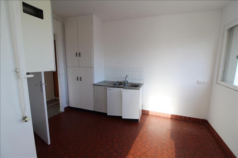Rental apartment Maurepas 780€ CC - Picture 2