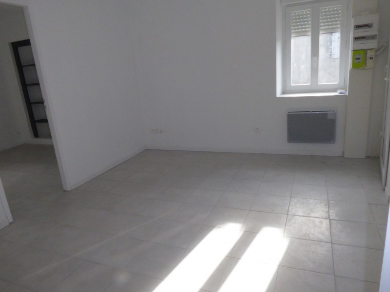 Location appartement Saint-étienne-de-fontbellon 490€ CC - Photo 4