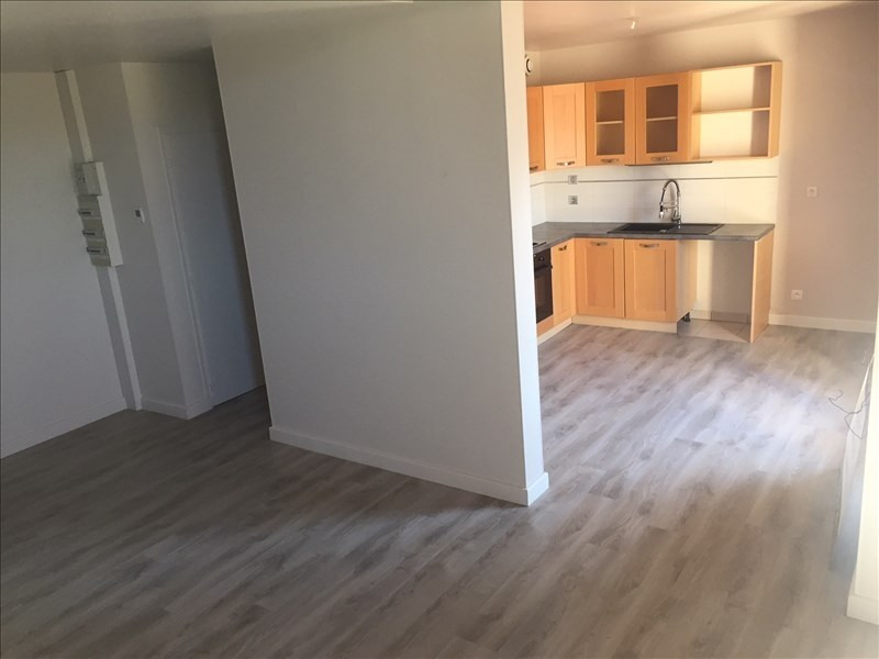 Rental apartment Reignier-esery 1030€ CC - Picture 3