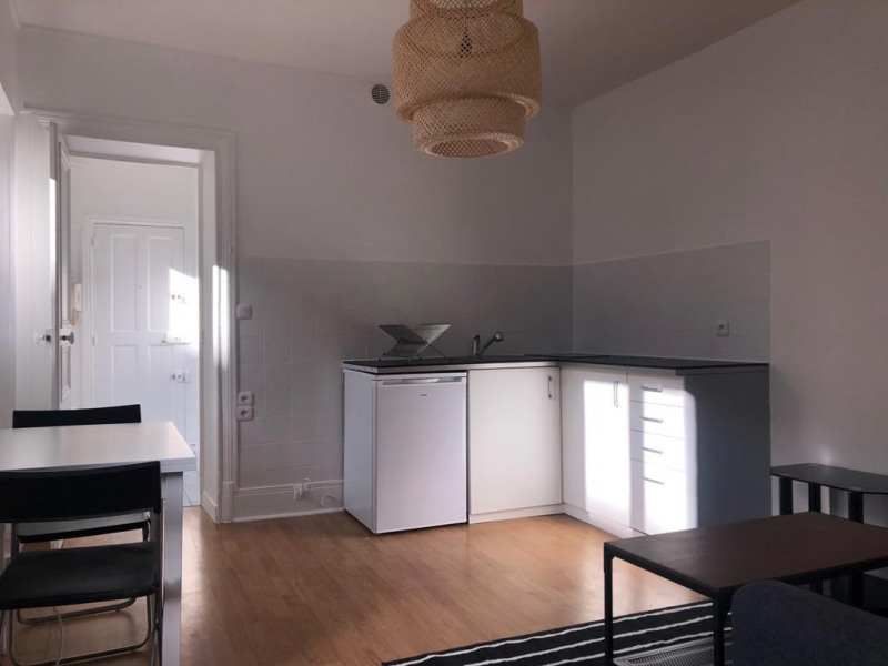 Location appartement Levallois perret 1110€ CC - Photo 2