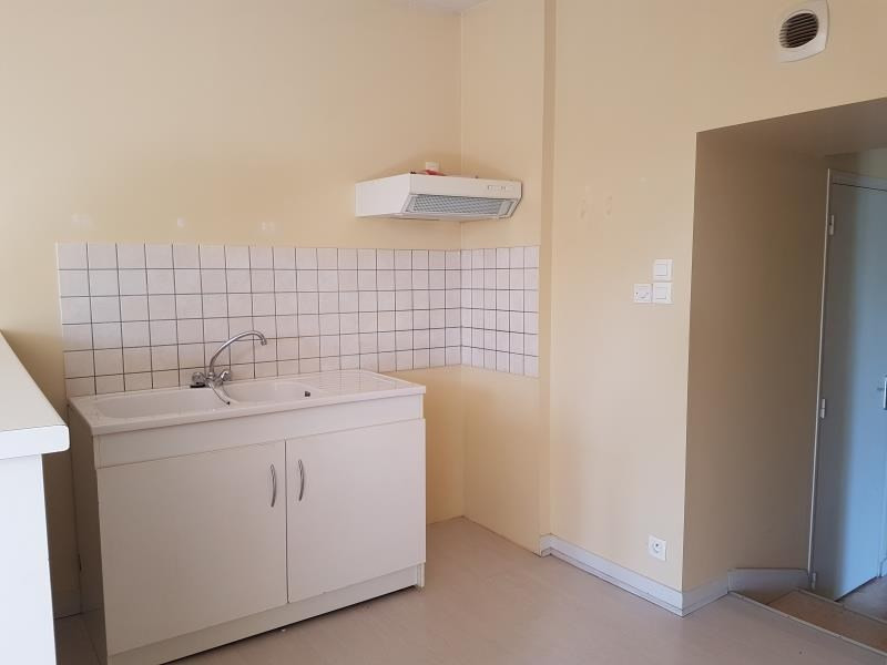 Location appartement Menigoute 375€ CC - Photo 1