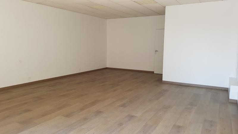 Location local commercial Châtillon 1 420€ HT/HC - Photo 2