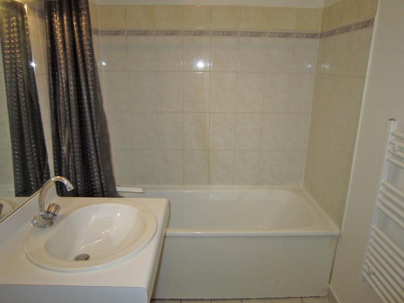 Location appartement Paris 10ème 744€ CC - Photo 11