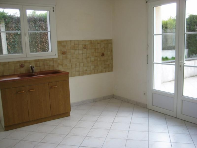 Location maison / villa Change 655€ CC - Photo 4