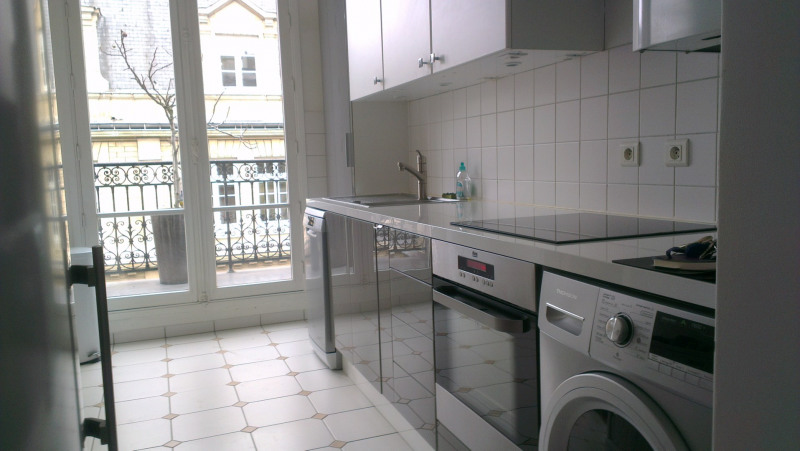 Location appartement Paris 8ème 3 150€ CC - Photo 7
