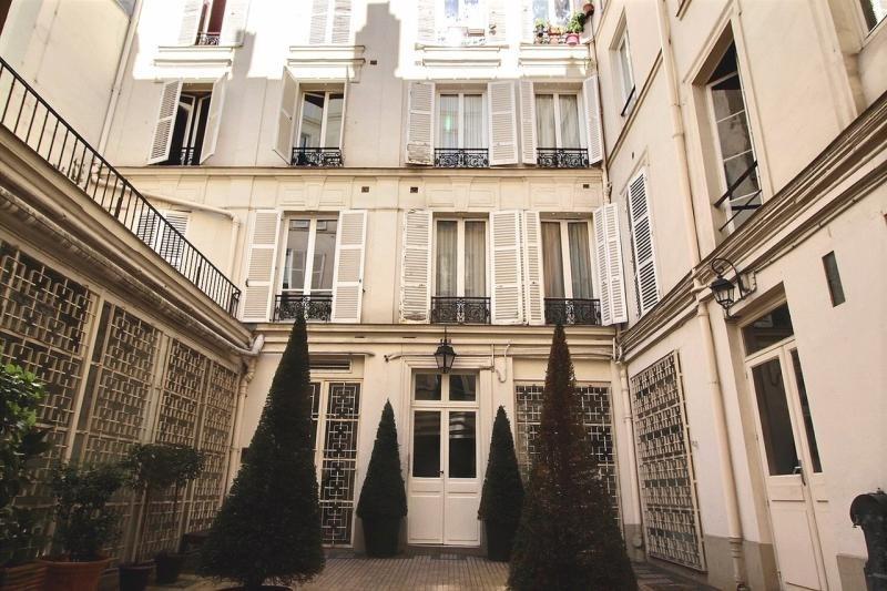 Rental office Paris 11ème 8250€ HT/HC - Picture 1