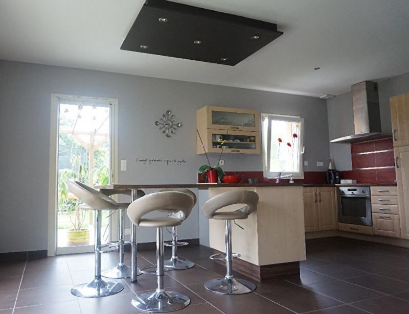 Sale house / villa Laval 218400€ - Picture 2