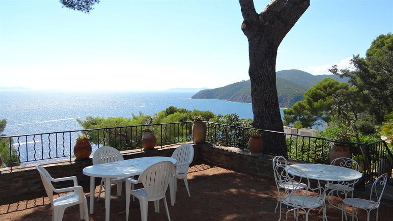 Vacation rental house / villa Cavalaire sur mer 1 500€ - Picture 8