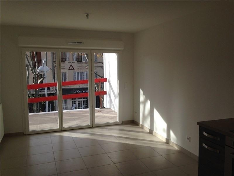 Rental apartment Salon de provence 678€ CC - Picture 3