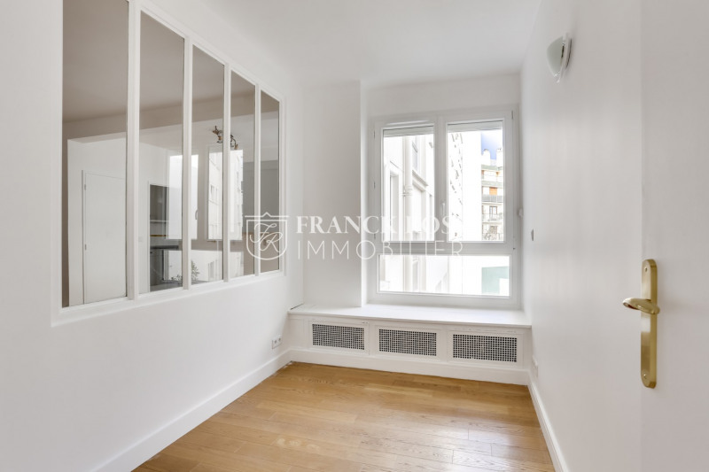 Location appartement Paris 16ème 2 630€ CC - Photo 7