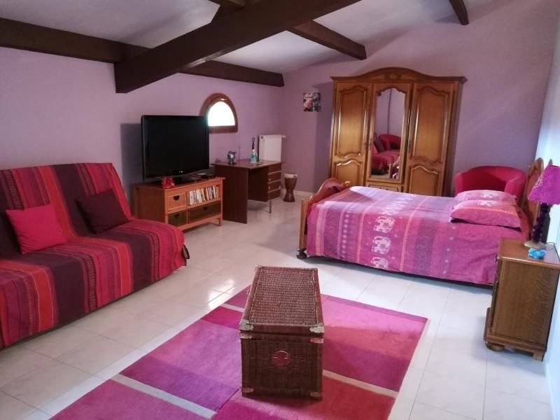 Sale house / villa L isle jourdain 488000€ - Picture 5