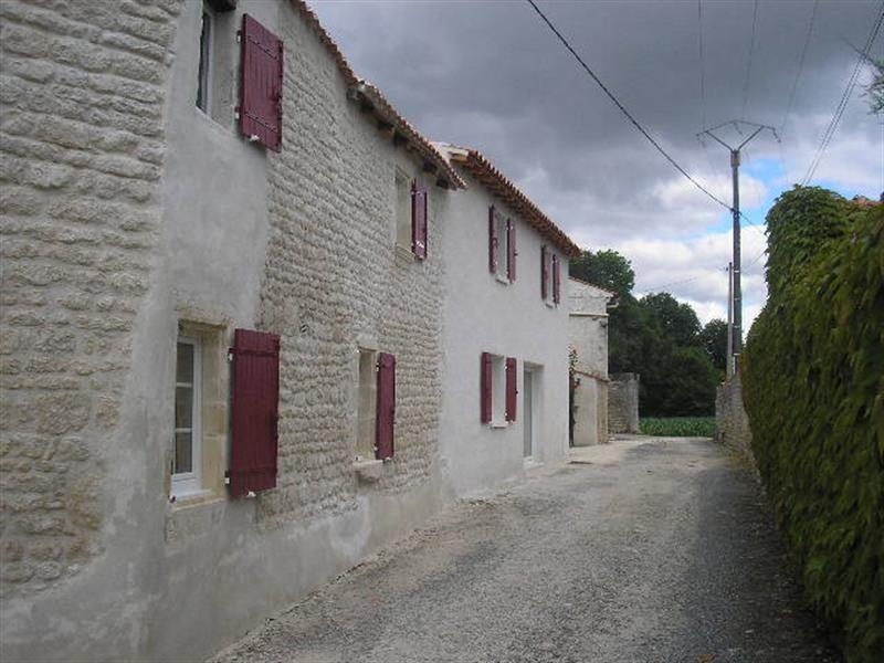 Vente maison / villa Saint jean d'angély 127800€ - Photo 1