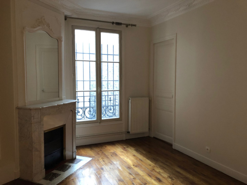 Location appartement Paris 15ème 2 140€ CC - Photo 1