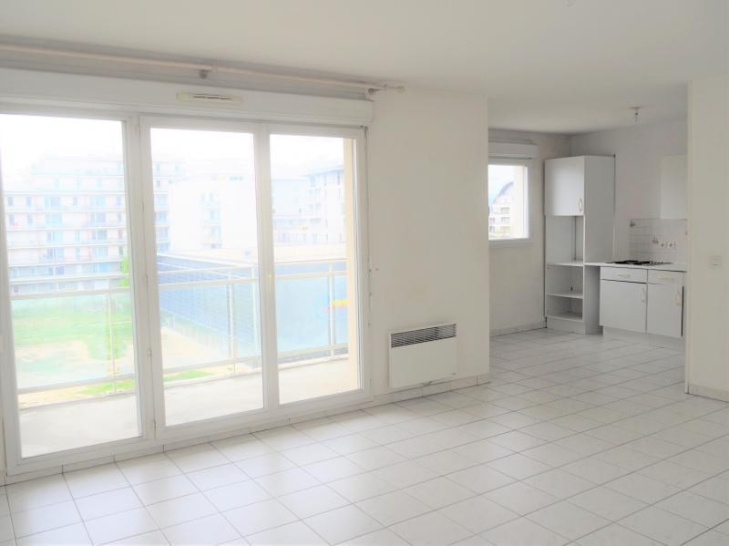 Location appartement Cergy 906€ CC - Photo 2