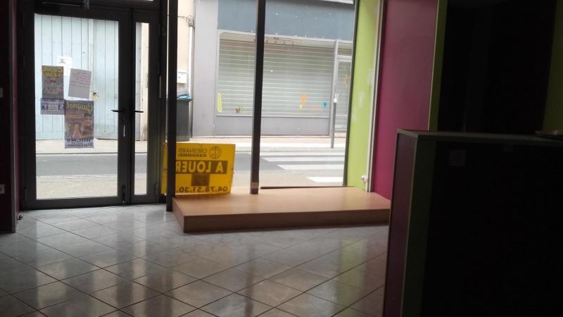 Location local commercial Pierre-bénite 510€ HC - Photo 4