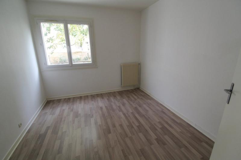 Rental apartment Maurepas 891€ CC - Picture 4
