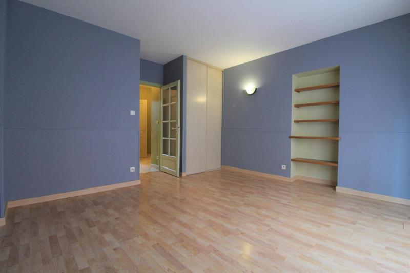 Locação apartamento Voiron 395€ CC - Fotografia 2