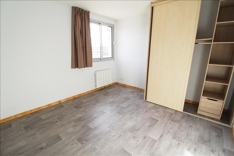 Rental apartment Maurepas 770€ CC - Picture 2